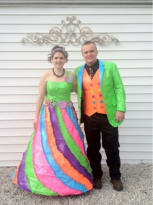 24 Of The Worst Prom Dresses Of All Time Relationship